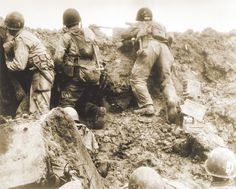 One of the very few pictures illustrating the terrible fightings between US Rangers, and German soldiers atop the Pointe du Hoc, in the holes dug by the Military Art, Military History, Us Army Rangers, D Day Normandy, Normandy Invasion, American Cemetery, D Day Landings, Man Of War, World War Ii