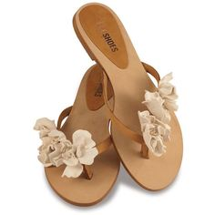 Dopo in Creme ($168) ❤ liked on Polyvore featuring shoes, sandals, flats, sapatos, zapatos, cream flat shoes, leather flats, leather shoes, flat heel sandals and flower sandals