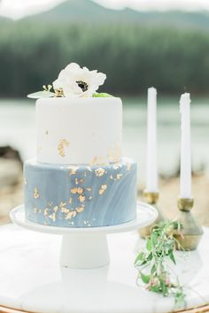 Two tier marble dusty light blue wedding cake with gold foil anenome | Custom Cakes by Krystle | Peachy Keen Coordination | Heather Mills Photography  #peachykeencoordination #goldfoil #weddingcake