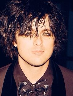 Gorgeous Billie Joe; I love how he dresses up. He looks punky and elegant at the same time, and of course, super handsome!!