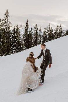 Bride and groom go snowboarding on their wedding day in Austria. Snowboard Wedding, Ski And Snowboard, Wedding Planner, Destination Wedding, Zell Am See, Rome Travel, Wakeboarding, First Dance, Beautiful Day