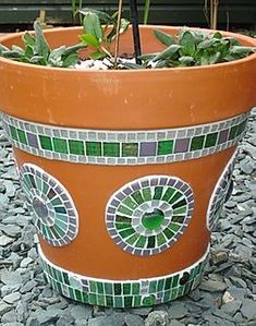 4159 best images about Mosaic pots,vases,planters,urns on . 4159 best images about Mosaic pots,vas Mosaic Planters, Mosaic Garden Art, Mosaic Vase, Mosaic Tile Art, Mosaic Flower Pots, Mosaic Artwork, Painted Flower Pots, Mosaic Crafts, Mosaic Projects
