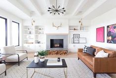 Beautiful Farmhouse Living Room Ideas! Find some of the best farmhouse themed living room decorations and designs that you can use for inspiration. We have modern farm home living rooms and more. Living Room New York, Home Living Room, Living Room Designs, Living Room Decor, Family Room Design, Fireplace Design, Grey Fireplace, House Design, Scandinavian Living