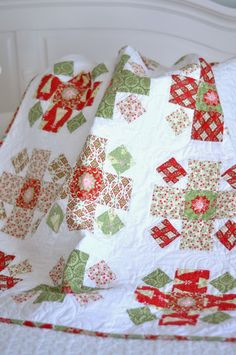 Christmas Baby Quilt Free Tutorial from Jodi Nelson at Pleasant Home. Fabrics from Amanda Murphy's line Holiday Bouquet