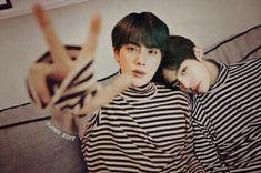 Foto Bts, Bts Photo, Bts Jin, Bts Taehyung, Bts Bangtan Boy, Bts Funny Videos, Bts Memes Hilarious, K Pop, Bts Aesthetic Pictures