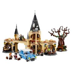 75953 Hogwarts whomping Willow set - as seen in Harry Potter and the chamber of. Fly the Ford Anglia into the spinning branches of the whomping. Willow - then help the young wizards escape to join Hermione at Hogwarts. Harry Potter Film, Theme Harry Potter, Harry Potter Hogwarts, Lego Hogwarts, Hogwarts Great Hall, Severus Snape, Hermione Granger, Legos, Fans D'harry Potter