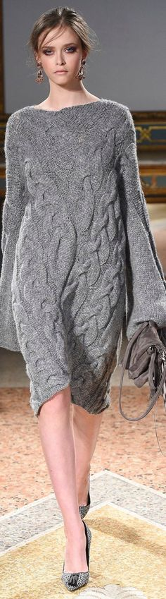 Les Copains fall 2016 RTW women fashion outfit clothing style apparel - those sleeves ! Knitwear Fashion, Knit Fashion, Grey Fashion, Love Fashion, Winter Fashion, Fashion Outfits, Womens Fashion, Fashion Trends, Fashion 2017