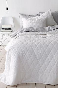 Dena päiväpeite 260 x 260 cm Beautiful Bedrooms, Linen Bedding, Bed Linen, Betta, Comforters, My Design, New Homes, Blanket, Inspiration