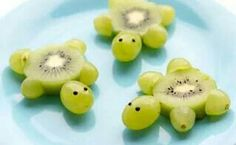 Schildkröten aus Kiwi Weintrauben Foodie Kinder Kids lecker gesund süß Obst - Comidas fáciles - Las recetas más prácticas y fáciles Cute Snacks, Snacks Für Party, Snacks Kids, Meer Party Essen, Sea Party Food, Fruit Party, Fun Fruit, Watermelon Fruit, Food Art For Kids