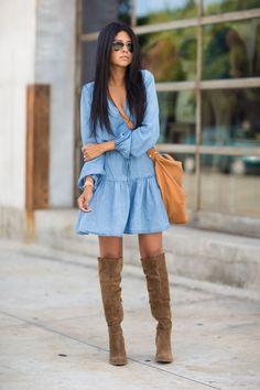 Já falei para vocês que os looks All Jeans (inteiros de Jeans) estão super em alta e em especial os Vestidos Jeans! Além de práticos, são super charmo...