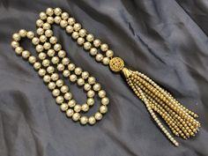 Pompom en perlas Tassel Necklace, Pearl Necklace, Beaded Bracelets, Collar, Jewelry, Fashion, Pom Poms, Pearls, String Of Pearls