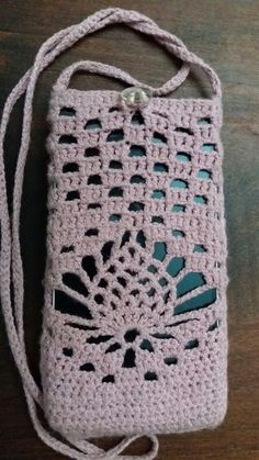 How to Crochet Mobile Cell Phone Pouch for iPhone Samsung - Crochet Ideas Crochet Purse Patterns, Crochet Tote, Crochet Handbags, Crochet Purses, Crochet Gifts, Diy Crochet, Crochet Doilies, Crochet Stitches, Crochet Phone Cover