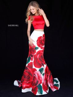 Sherri Hill dresses are designer gowns for television and film stars. Find out why her prom dresses and couture dresses are the choice of young Hollywood. Elegant Dresses, Pretty Dresses, Sexy Dresses, Beautiful Dresses, Fashion Dresses, Formal Dresses, Prom Dresses 2018, Designer Prom Dresses, Prom Dresses With Sleeves
