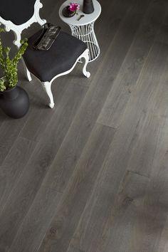 Oak parquet Vintage YLLÄS, dark grey gorgeous wooden floor. www.timberwiseparquet.com  Tammiparketti Vintage YLLÄS, tummanharmaa upea puulattia. www.timberwiseparketti.fi