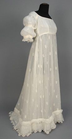 LOT 582 EMBROIDERED NEOCLASSICAL COTTON GOWN, 1799 - 1810. - whitakerauction