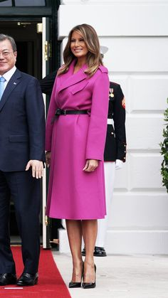 Milania Trump Style, First Ladies, Mode Mantel, First Lady Melania Trump, Trump Melania, Estilo Fashion, Latest Outfits, Mode Hijab, Mode Style