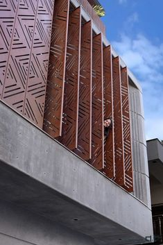 Louvered House (5) Modern Brick House, Brick House Designs, Modern Exterior House Designs, Modern House Design, Exterior Design, Bungalow Haus Design, Duplex House Design, House Front Design, Brick Architecture