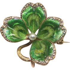 antique gold, enamel and pearl 4 leaf clover brooch. Antique Gold, Antique Jewelry, Vintage Jewelry, Beautiful Costumes, Art Nouveau Jewelry, Four Leaf Clover, Lucky Charm, Vintage Diamond, High Jewelry