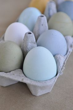 We've been dyeing to share this #DIY #Easter #FoodHack by @leighannewilkes with you!