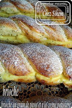 BRIOCHE TORSADEE A LA CREME (Pour 10 brioches : 250 à 280 g de farine selon l'absorption de cette dernière, 50 g de sucre, 80 g de beurre, 1 sachet de levure de boulanger, 1/2 c a c de vanille, 1 c a c de levure chimique, 5 g de sel, 1 jaune d'oeuf, + ou - 150 ml e lait tiède (tout dépend de l'absorption de la farine), 3 c a s de graines de pavot)
