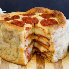 pillsbury recipe for pizza cake. A stacked pizza! In a cake pan! Take family night to new heights with this fun new way to make homemade pizza. Pizza Legal, Can Pizza, Good Pizza, Pizza Pizza, Pizza Dough, Pizza Lasagna, Pizza Food, Crust Pizza, Salami Pizza