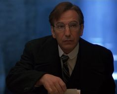 Screenshot of Alan Rickman as De Valera in the film Michael Collins