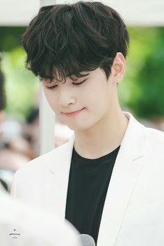Cute eunwoo Lee Hyun, Hyun Woo, Cha Eun Woo, Korean Celebrities, Korean Actors, Dramas, Cha Eunwoo Astro, Lee Dong Min, Dream Boy
