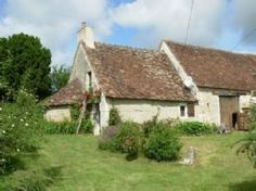 Near Le Blanc: lovely cottage, typical for the Berry region, from 15th/16th century with bread oven