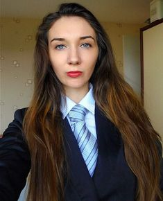 Smart for work. Suits For Women, Sexy Women, Women Wearing Ties, Tight Skirts, Girls Dresses, Formal Dresses, Suit And Tie, School Uniform, Pretty Woman