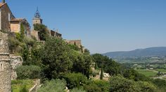 Ménerbes in Provence - Beautiful view on the valley of the Calavon and Mont Ventoux