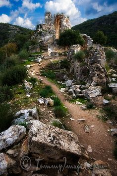 Crusader Fortress por tommyimages_com en Flickr, Montfort Castle, Israel - The Montfort (German: Starkenberg) is a ruined crusader fortress in the Upper Galilee region in northern Israel, about 22 miles (35 km) northeast of the city of Haifa and 10 miles (16 km) south of the border with Lebanon