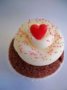 http://cupcakestakethecake.blogspot.com/2012/01/free-cupcakes-and-champagne-tonight.html