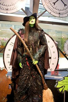 World of Wicked, Elphaba Dress Act II.I just wanna wear this! Halloween Fun, Halloween Costumes, Witch Costumes, Wicked Musical, Broadway Wicked, Elphaba Costume, Beautiful Costumes, Amazing Costumes, Broadway Costumes
