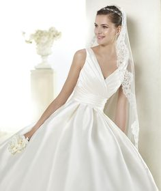Style * SAYRA * » Wedding Dresses » Costura 2015 Collection » by San Patrick ~ Shown with side Pockets at skirt (close up)
