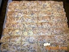Recept za Heljdina pitu sa sirom i ajvarom. Za spremanje pite neophodno je pripremiti heljdine kore, sir, ajvar, jaja, so, prašak za pecivo, ulje, susam, lan, pavlaku.