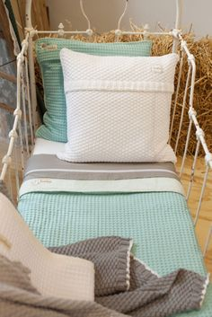 Oslo cot blanket waffle/teddy. Mint Inspiration for the children's bedroom | Koeka webshop