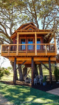 Treehouse Masters, Treehouse Living, Building A Treehouse, Treehouse Ideas, Adult Tree House, Tree House Plans, Beautiful Tree Houses, Cool Tree Houses, Style At Home