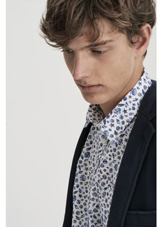 Sea and shells are the symbol of summer! SUN68 designed an ironic and funny style for shirts of the upcoming season: all the most innovative fantasies are just perfect for your favorite outfit! #SUN68 #SS17 #menswear #shirt #prints #trousers #colors
