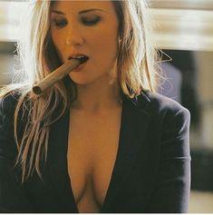 Went with La Gloria Cubana tonight. In heaven Cigars And Women, Women Smoking Cigars, Smoking Ladies, Cigar Smoking, Girl Smoking, Cigars And Whiskey, Good Cigars, Pipes And Cigars, Cigar Shops