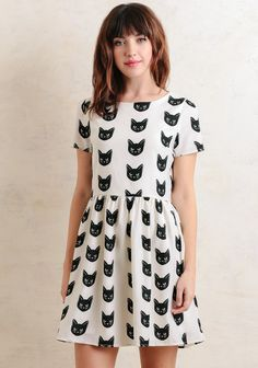 This charming mini dress features an allover novelty cat design in hues of white and black. Complete with a fit-and-flare silhouette and short sleeves, it's finished with a gold-toned zippe...