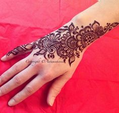 Mehndi design for indian wedding guests, floral and simple mehndi design Henna Hand Designs, Mehndi Designs For Girls, Mehndi Design Images, Beautiful Henna Designs, Beautiful Mehndi, Arabic Mehndi Designs, Simple Mehndi Designs, Bridal Mehndi Designs, Henna Tattoo Designs