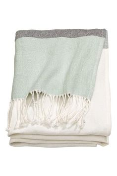 Block-patterned cotton blanket   H&M
