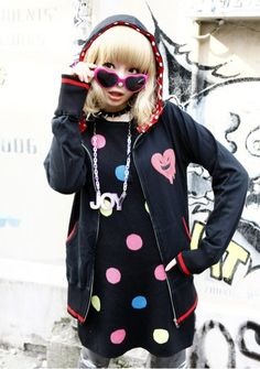 Kyary Pamyu Pamyu~~♥♪♫ Japanese music fashion icon--!☆★☆ kawaii fashion. . .hoodie. . .sweatshirt. . .heart shaped sunglasses