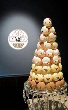 Macaron tower with cute kitty faces Macarons, Macaron Cake, Macaron Cookies, Dessert Bars, Dessert Table, Macaroon Tower, Biscuit, Butter Pastry, Macaron Flavors