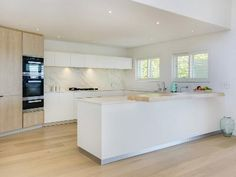 Modern White Kitchens, well equipped and ready for your holiday in Cape Town!