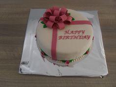 Strik met rozen taart/ bow with roses cake