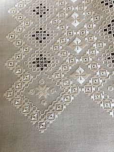 Hardanger Embroidery, Embroidery Stitches, Hand Embroidery, Bargello, Geometric Designs, Needlework, Christmas Decorations, Textiles, Couture