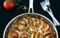 Paistatpa lohipalan tai lihapullat, tämä kasvisvuoka sopii seuralaiseksi.