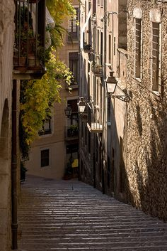 Girona, Catalonia Begur Costa Brava, Places To Travel, Places To Visit, Girona Spain, Medieval Town, Spain And Portugal, Toscana, Culture Travel, Spain Travel