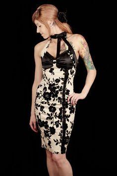 Aikuiseen makuun #vintage #curvy #dress #floralprint #sheathdress #fashion #cybershop